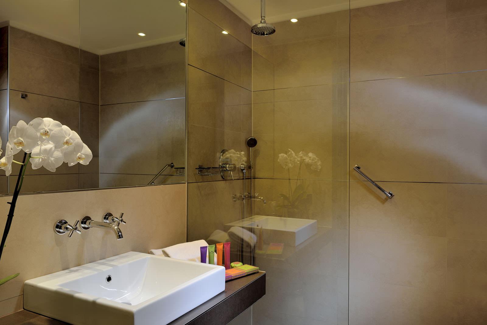 Bagni moderni con doccia comfort da progettare idee per il design della casa - Camere da bagno ...